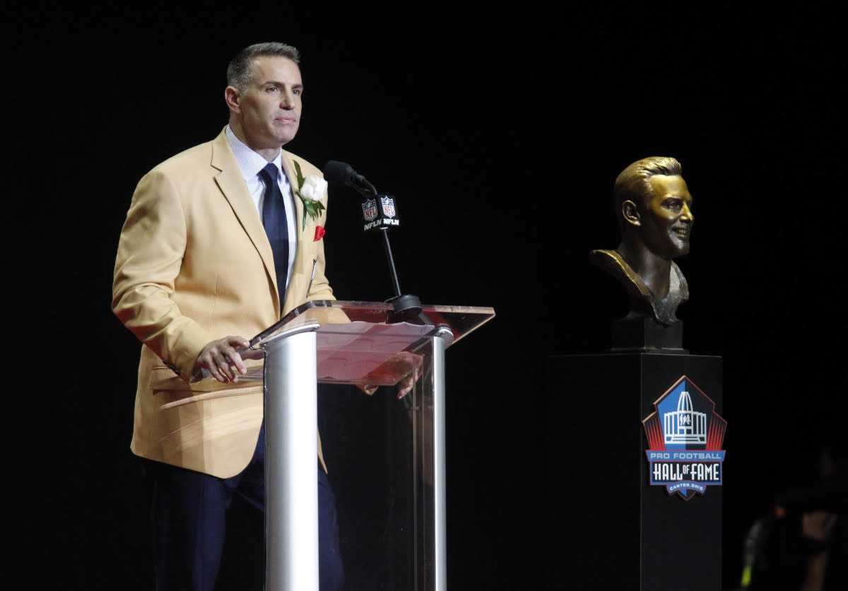 Cardinals Hall of Fame quarterback Kurt Warner delivers his induction speech during the 2017 Hall of Fame induction ceremony in Canton, Ohio.