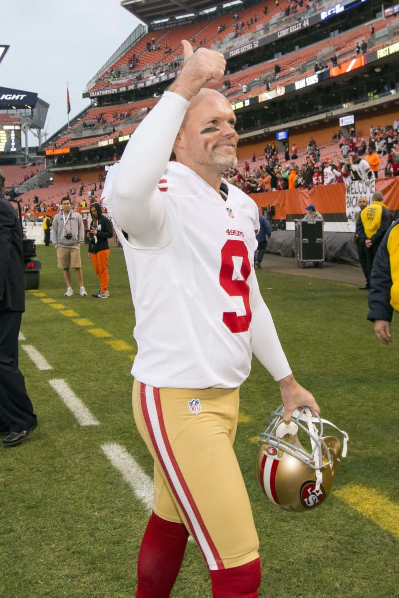 49ers kicker Phil Dawson gives a thumbs up following a 2015 game against the Browns, which would be his last against his former team. He played for the Browns for 14 seasons.