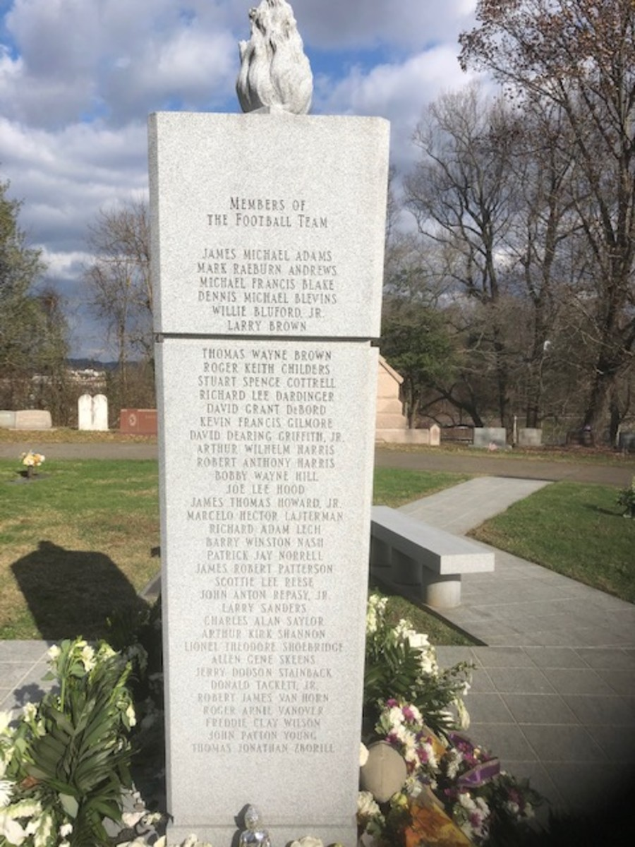 The memorial to the 1970 team at Spring Hill Cemetery.