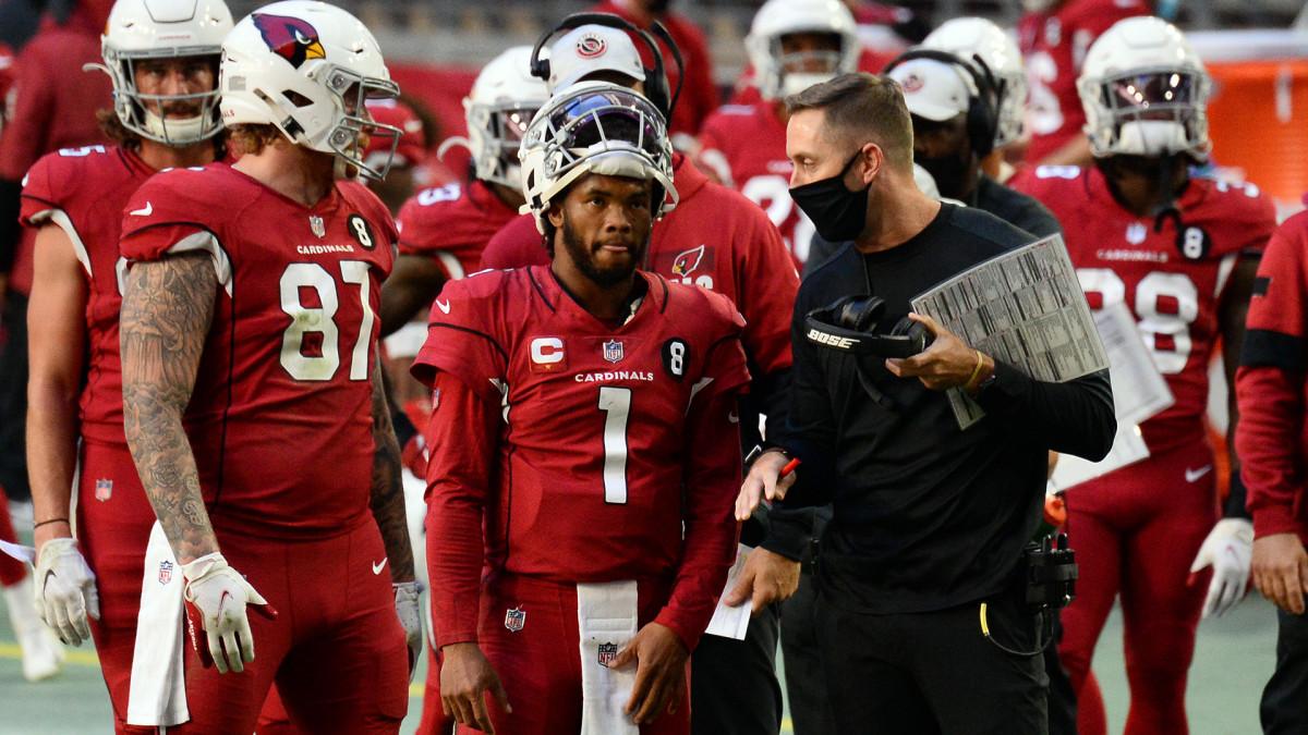 Kliff Kingsbury and Kyler Murray talk on sideline before Cardinals' game against Bills