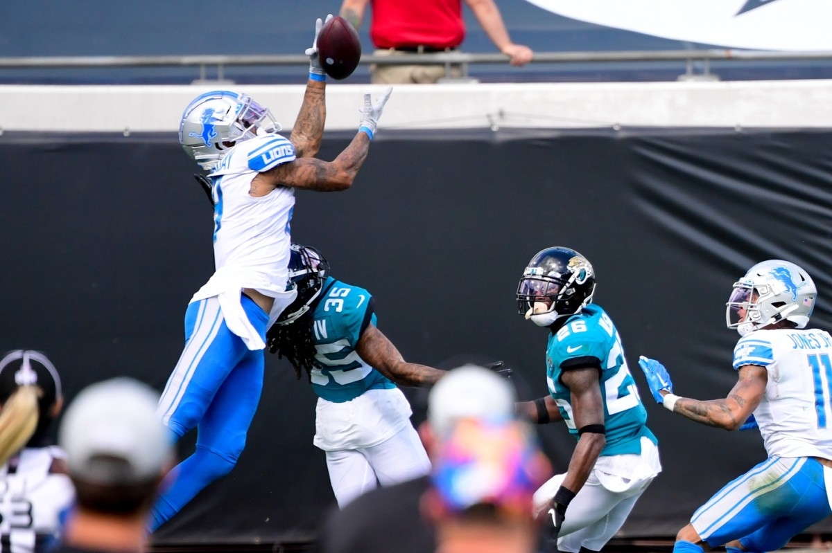KennyGolladay goes up for a catch against Jacksonville.