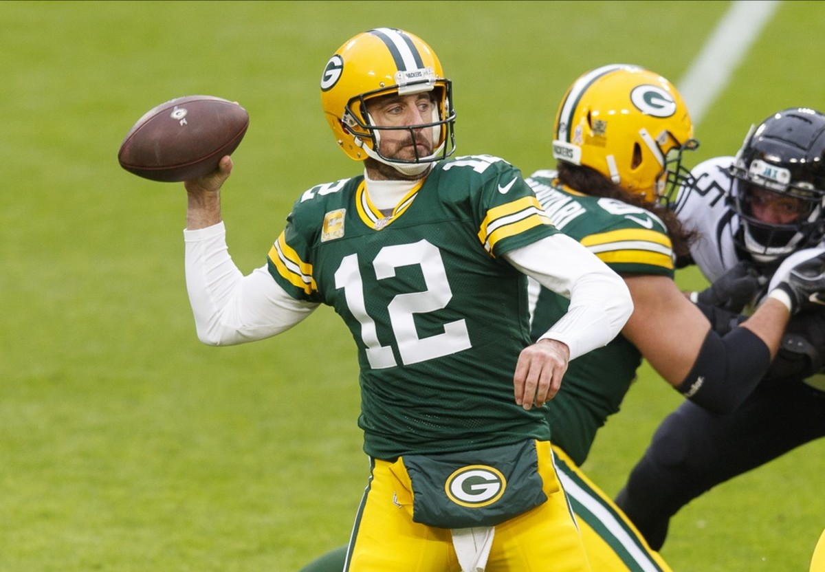 Quarterback Aaron Rodgers leads the Green Bay Packers (7-2) in a Sunday road game at the Indianapolis Colts (6-3).