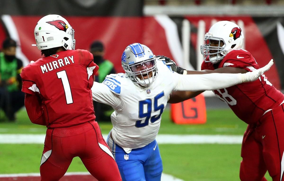 Romeo Okwara pressures Arizona Cardinals quarterback Kyler Murray.