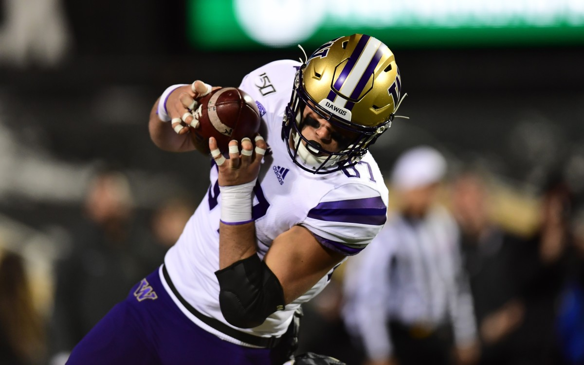 Nov 23, 2019; Boulder, CO, USA; Washington Huskies tight end Cade Otton (87) pulls in a reception against the Colorado Buffaloes in the first quarter at Folsom Field.