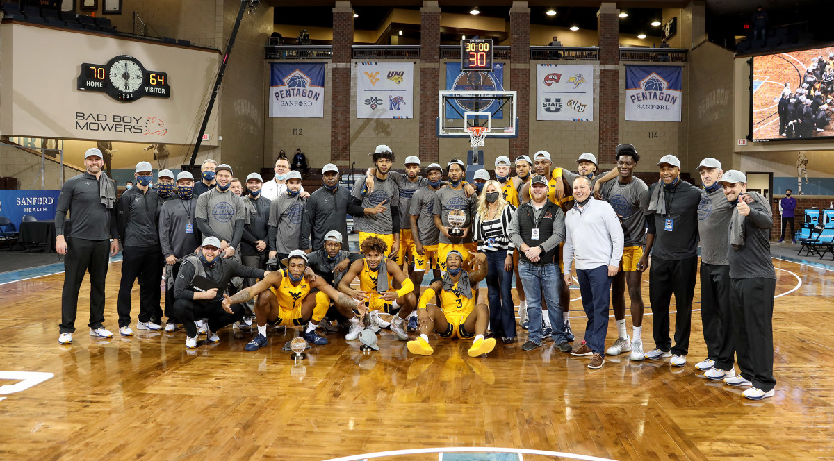 SIOUX FALLS, SD - NOVEMBER 27: West Virginia Mountaineers pose for a team photo following their 70-64 win over Western Kentucky Hilltoppers in the Bad Boy Mowers Crossover Classic at the Sanford Pentagon in Sioux Falls, SD.