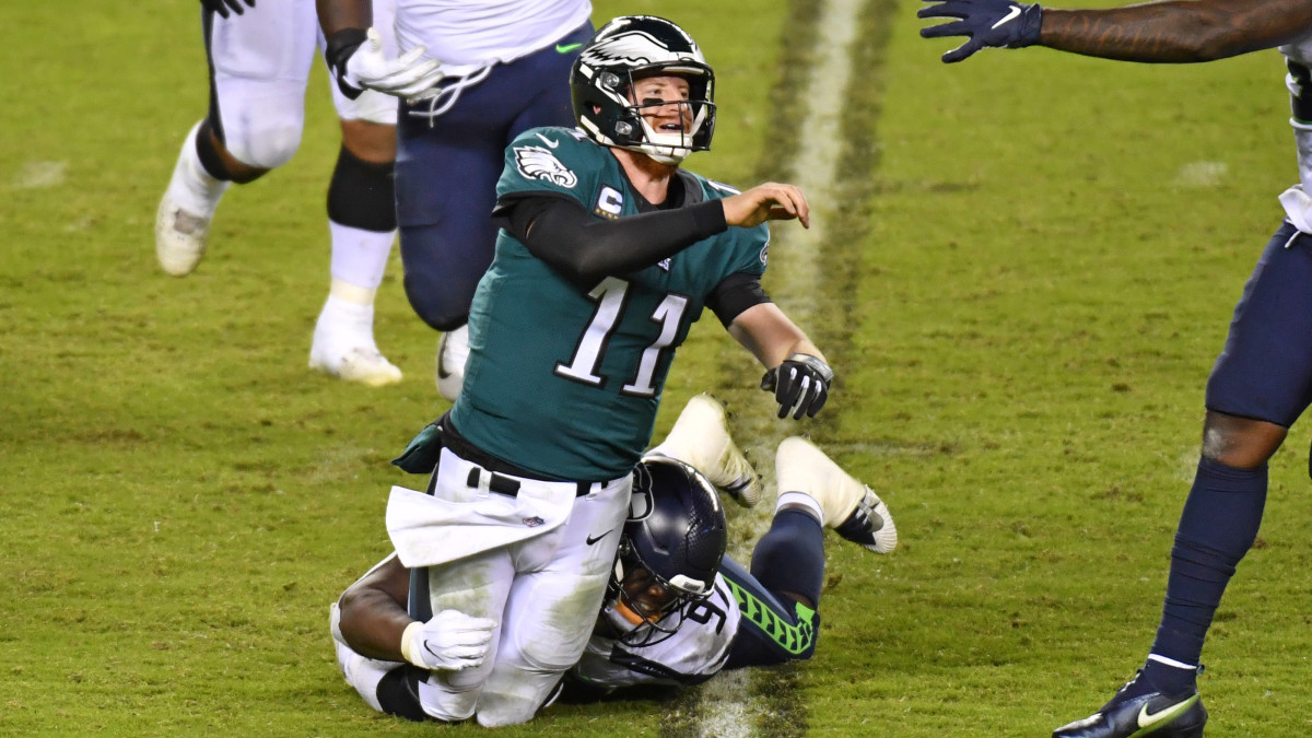 Eagles QB Carson Wentz is tackled