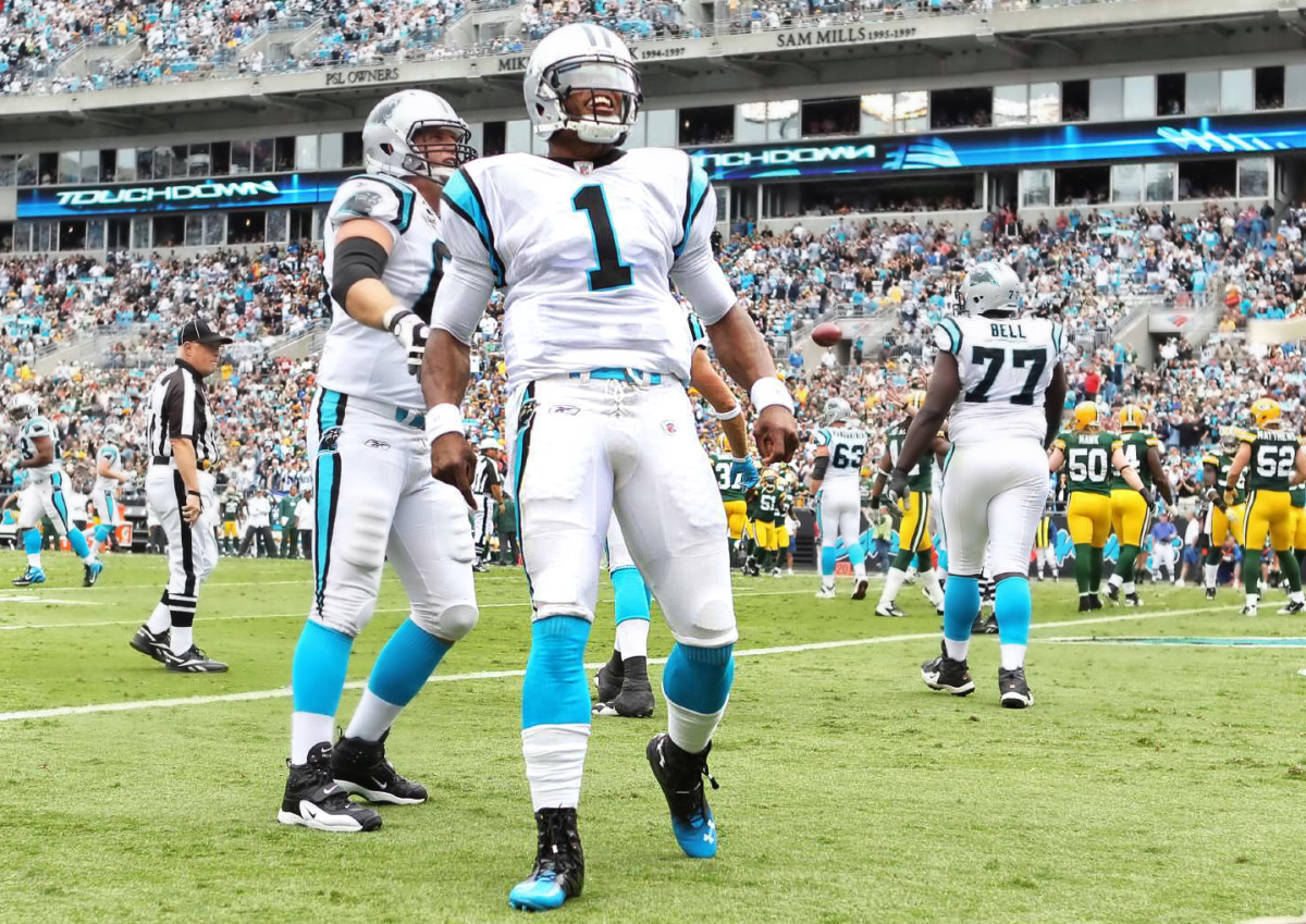 cam-newton-celebrating-carolina-panthers-touchdown