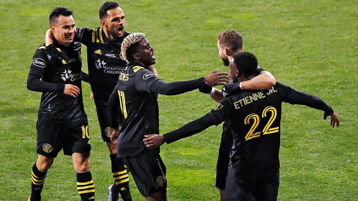 Derrick Etienne scores for Columbus in MLS Cup