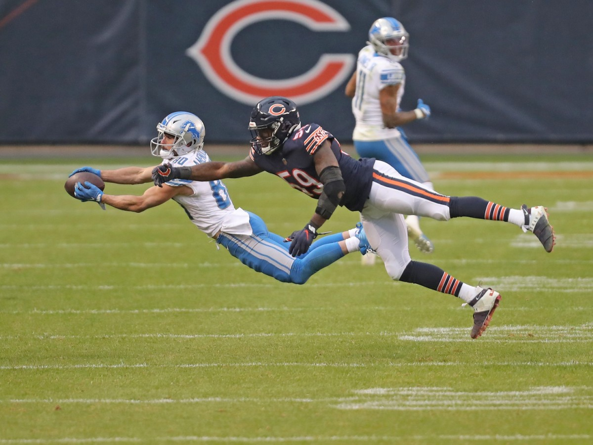 Amendola makes a catch in front of Chicago Bears linebacker Danny Trevathan.
