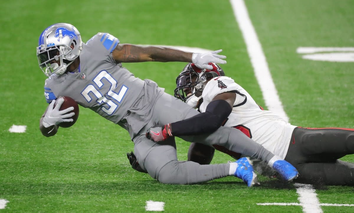 Swift is tackled by Buccaneers linebacker Devin White.