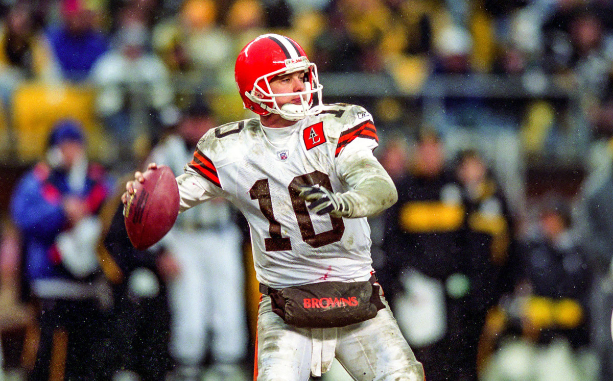 Kelly Holcomb throws a pass against the Steelers in the Browns' last playoff game, in January 2003