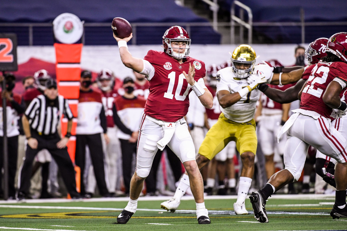 Mac Jones throws a pass for Alabama in the College Football Playoff