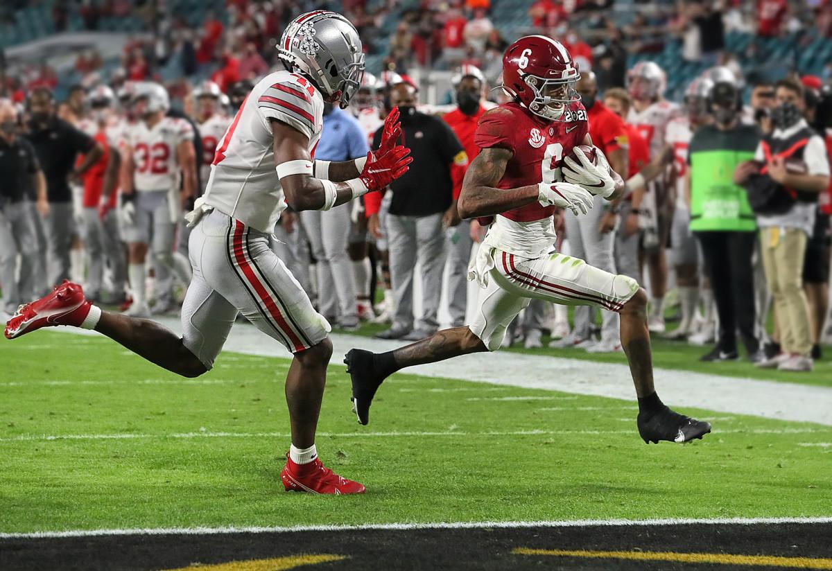 Alabama WR DeVonta Smith runs in for a touchdown vs. Ohio State