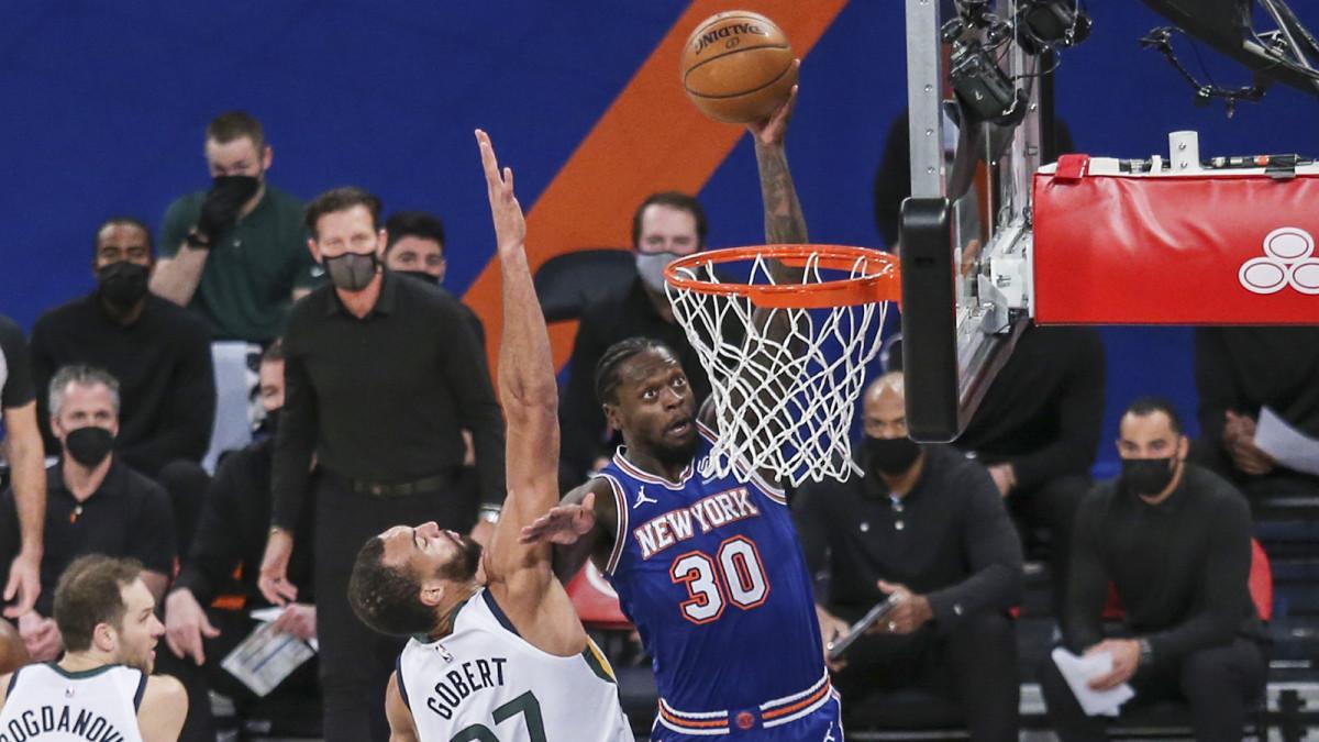 New York Knicks forward Julius Randle dunks against the Jazz
