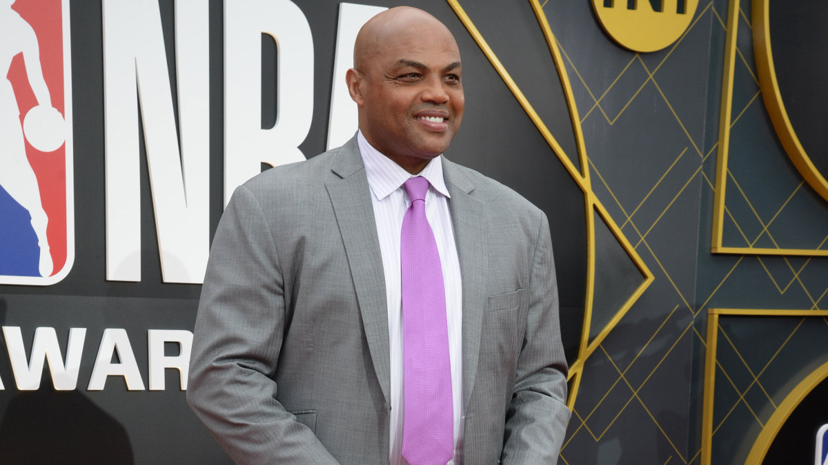 Charles Barkley: Athletes should get vaccine priority based on taxes paid thumbnail