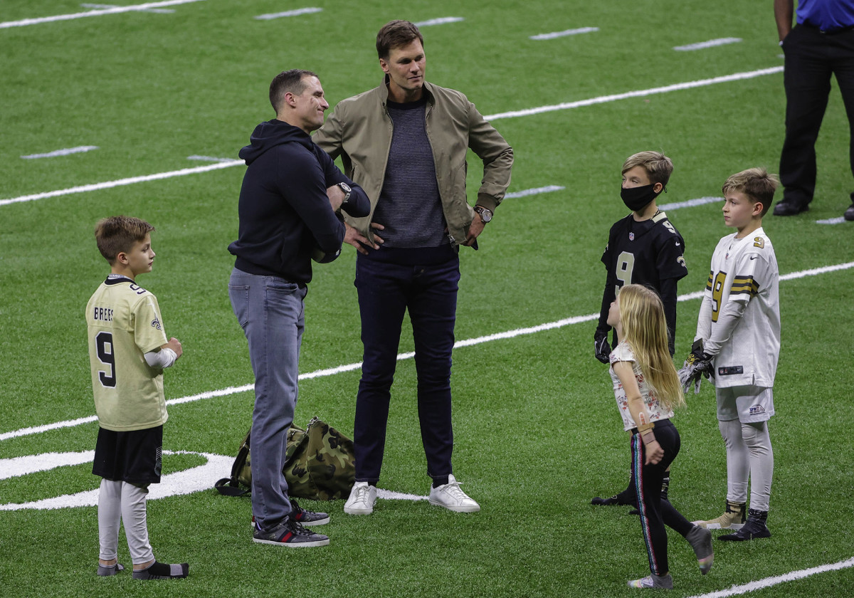 Tom Brady meets with Drew Brees and family after playoff game