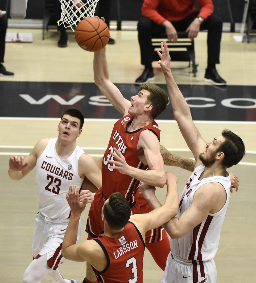 Jan 21, 2021; Pullman, Washington, USA; Utah Utes center Branden Carlson (35) puts up a shot against Washington State Cougars center Volodymyr Markovetskyy (15) during the first half of a Pac-12 men s basketball game at Friel Court at Beasley Coliseum.