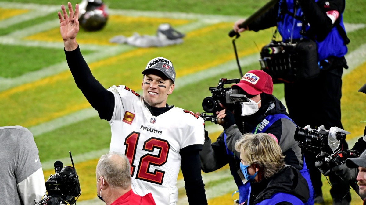 Tom Brady celebrates after the Buccaneers beat the Packers in the NFC championship game.