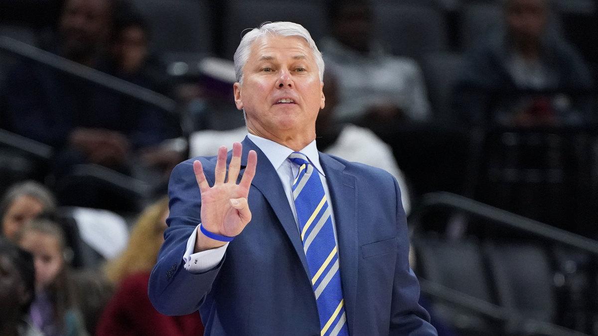 UC Davis men's basketball coach Jim Les