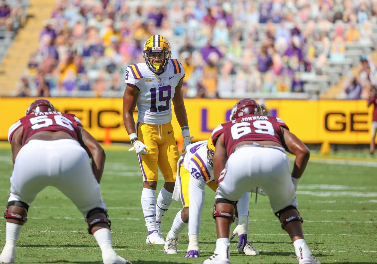 LSU Tigers linebacker Jabril Cox (19) against the Mississippi State Bulldogs during the first half at Tiger Stadium.