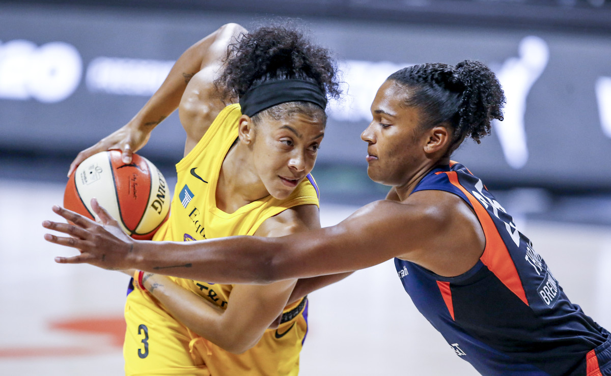 Candace Parker shielding the ball