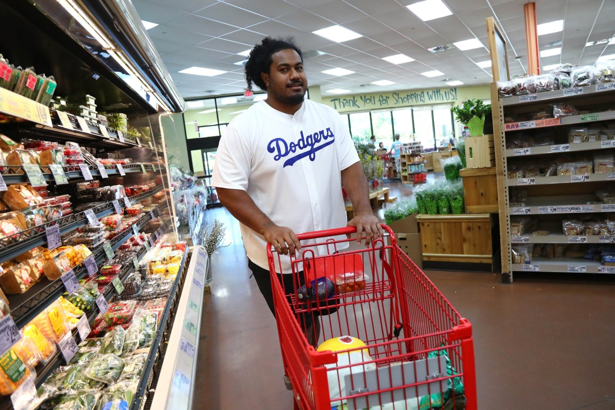 Vita Vea does his grocery shopping.