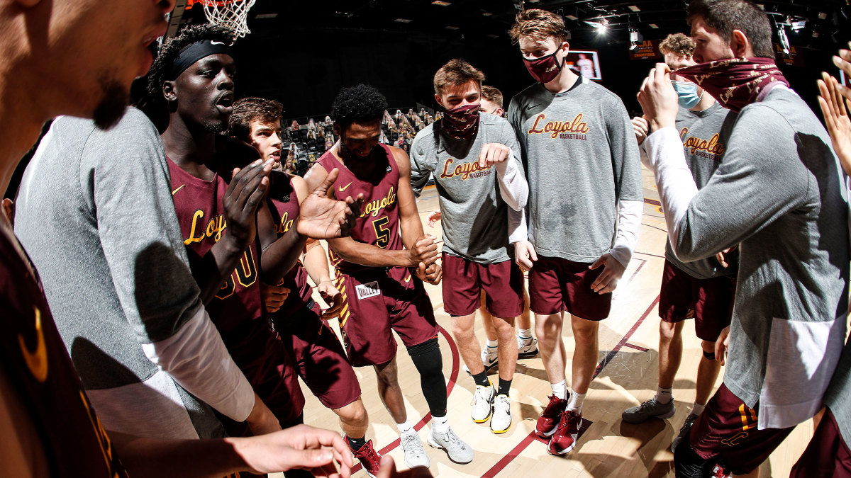 Loyola Chicago basketball gathers in a huddle