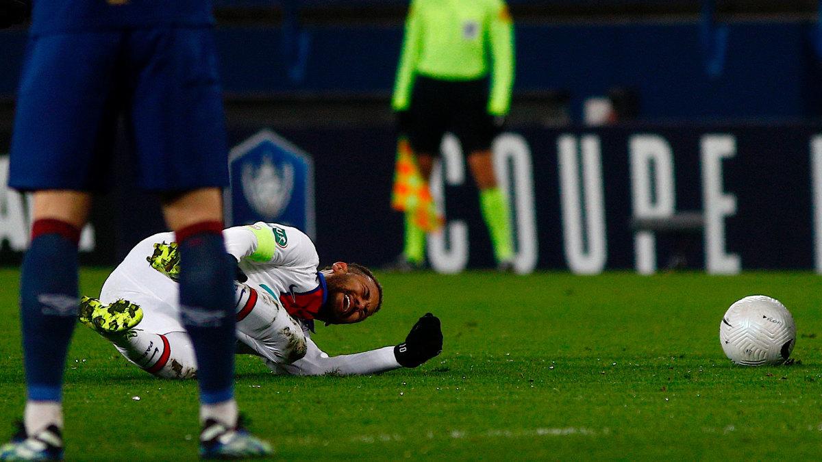 Neymar injured, status for PSG vs Barcelona in jeopardy - Sports Illustrated
