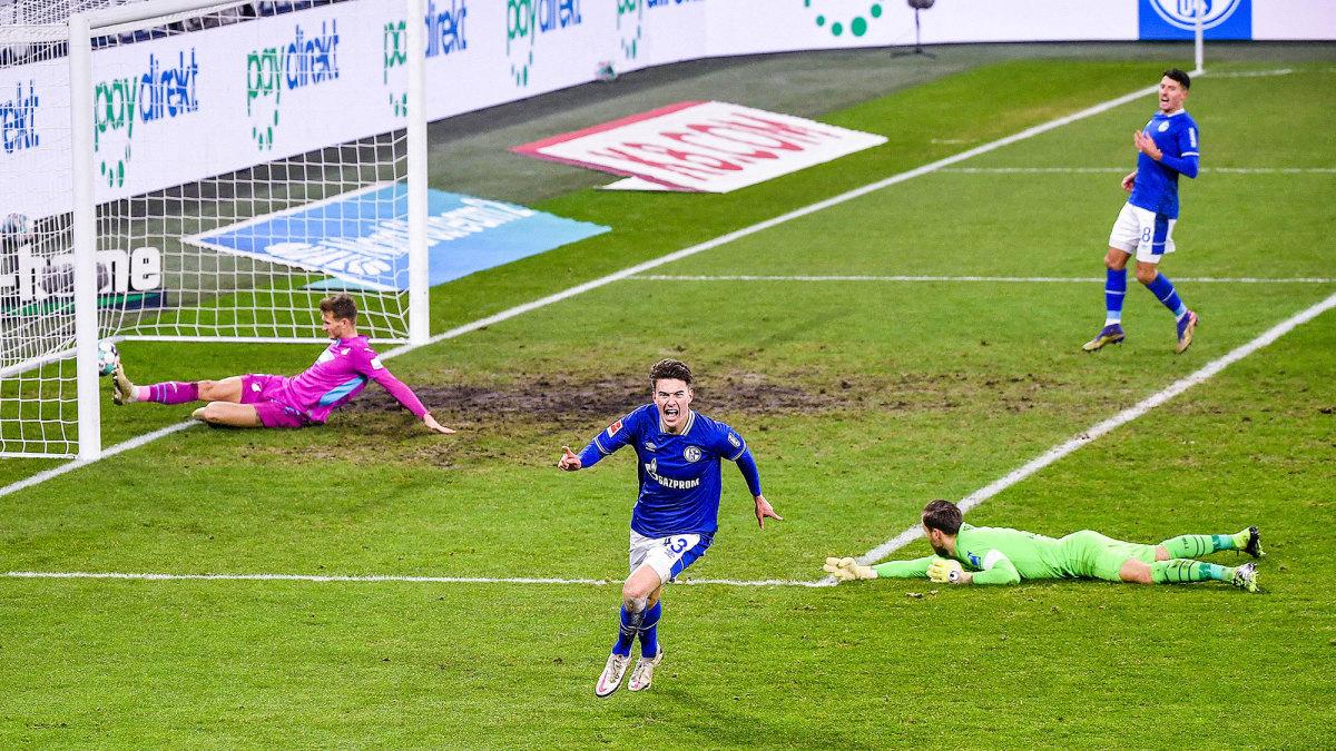 Matthew Hoppe celebrates a goal for Schalke