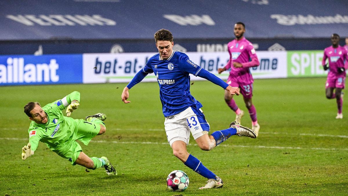 Matthew Hoppe scores for Schalke
