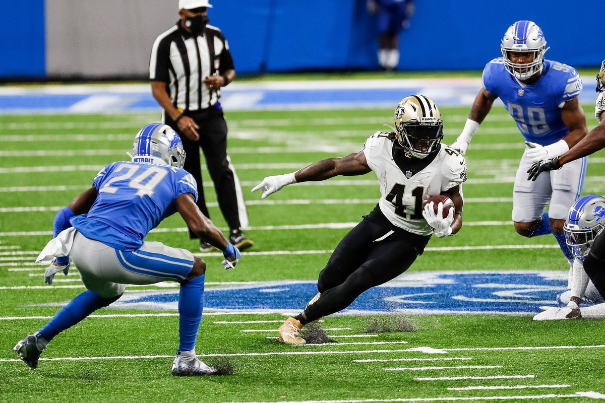New Orleans running back Alvin Kamara runs against Detroit cornerback Amani Oruwariye (24) at Ford Field in Detroit, Sunday, Oct. 4, 2020.© Junfu Han via Imagn Content Services, LLC