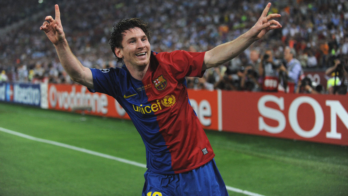 Lionel Messi scores in the 2009 Champions League final