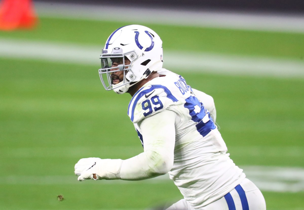Indianapolis Colts All-Pro defensive tackle DeForest Buckner considers All-Pro teammate Darius Leonard the best linebacker in the NFL.