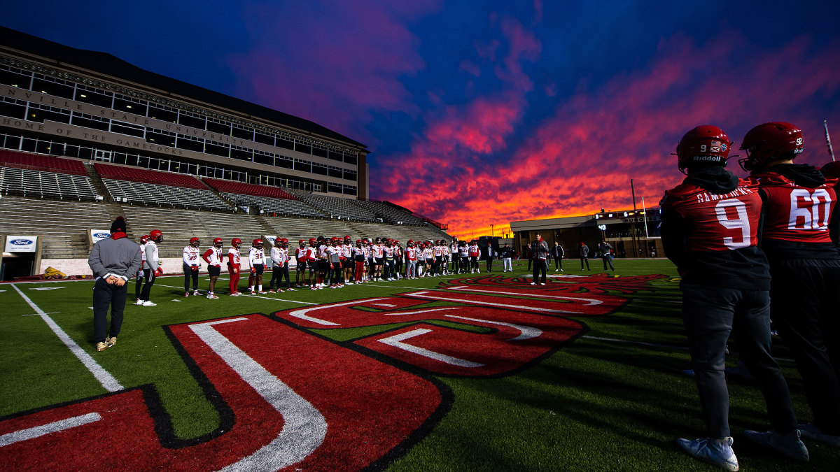 Jacksonville State lines up during a football practice