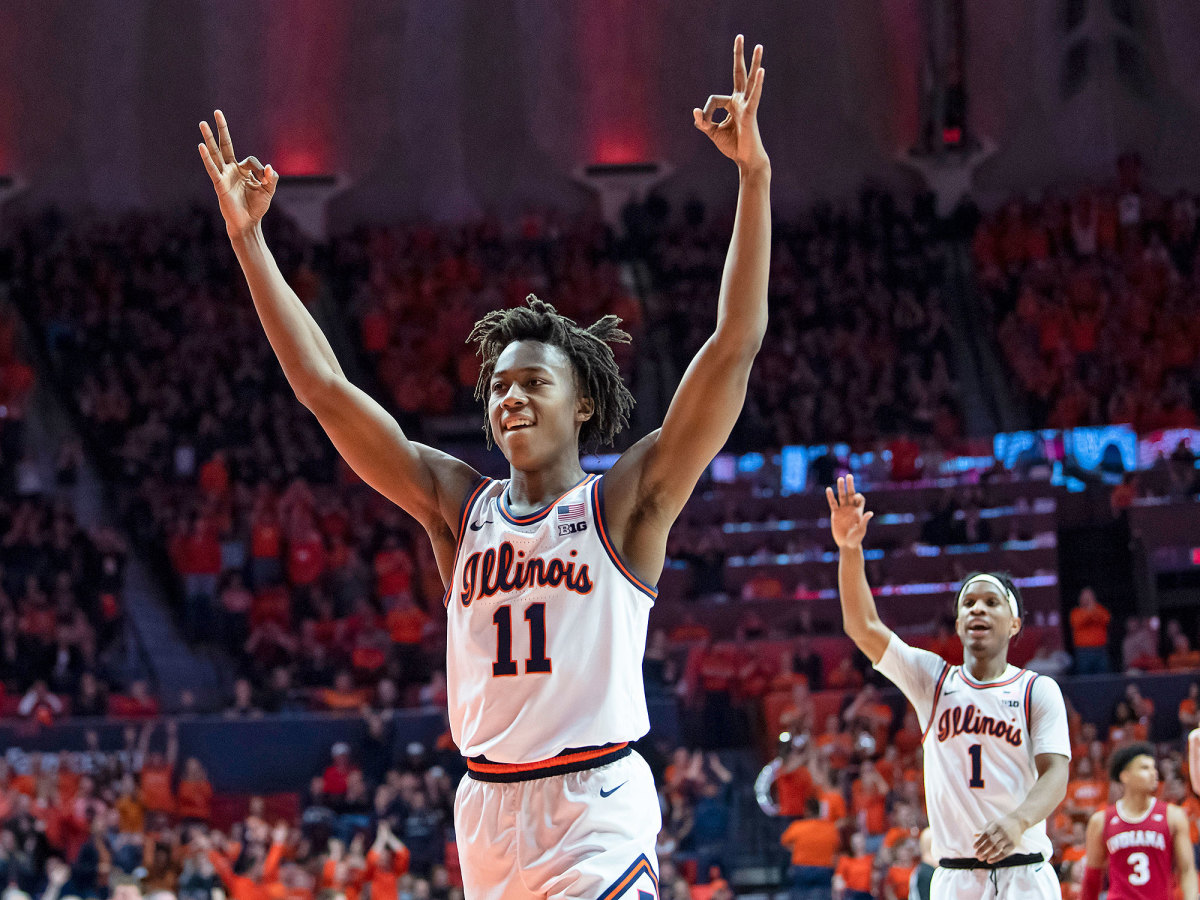 Ayo Dosunmu raises his arms in celebration as a sophomore