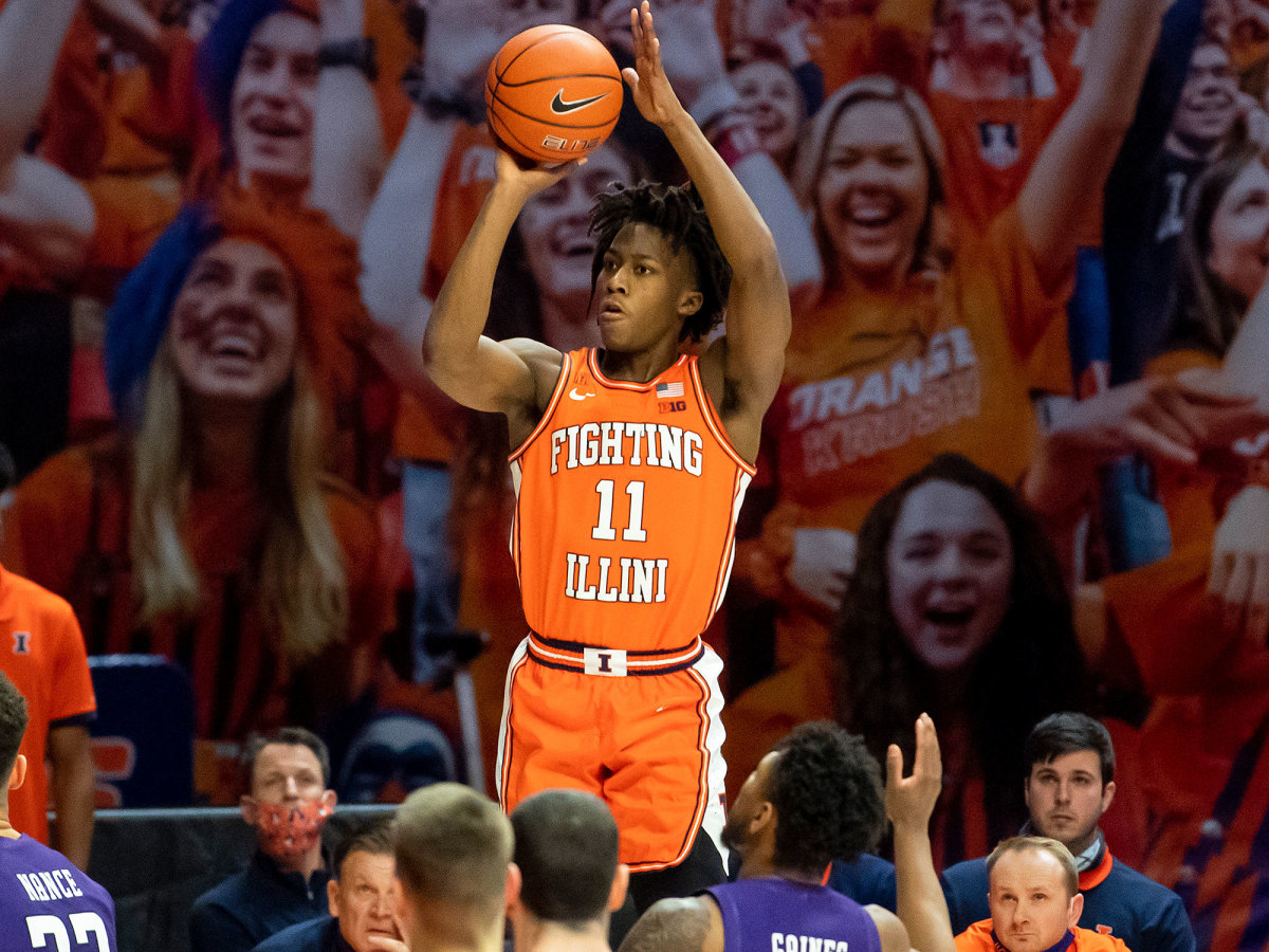 Illinois guard Ayo Dosunmu rises for a three-point shot