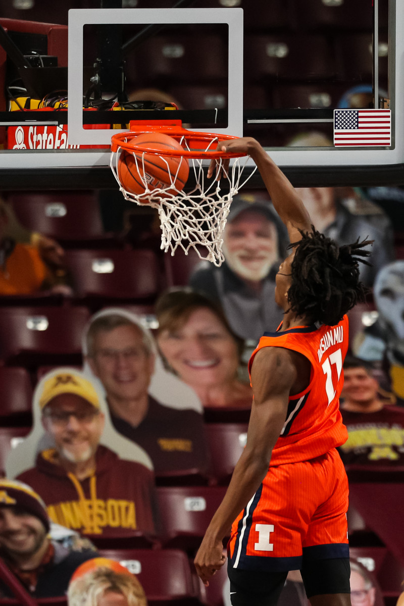 Illinois Fighting Illini guard Ayo Dosunmu (11) dunks the ball against the Minnesota Golden Gophers in the first half at Williams Arena.