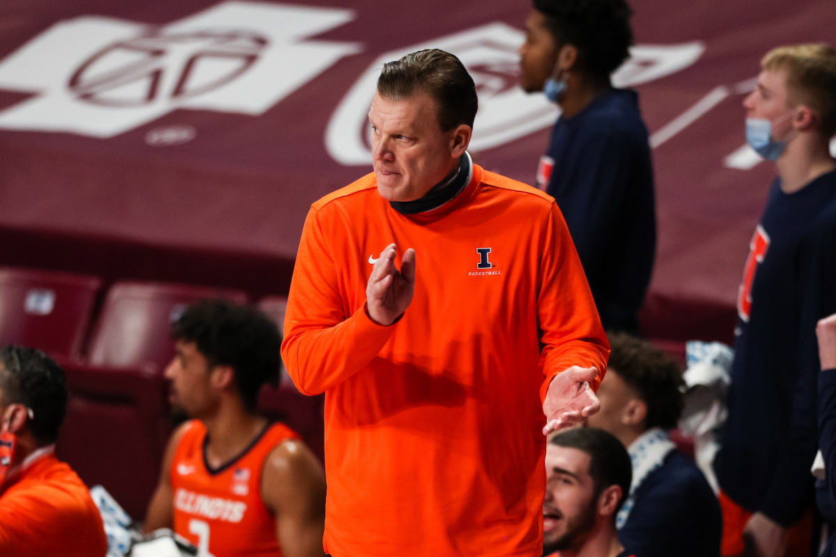 Illinois Fighting Illini head coach Brad Underwood looks on in the first half during a game against the Minnesota Golden Gophers at Williams Arena.