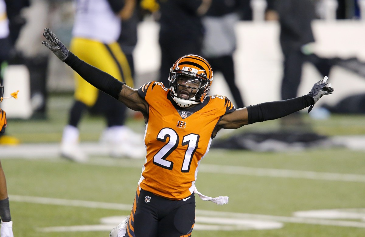 Cincinnati Bengals cornerback Mackensie Alexander (21) and cornerback William Jackson (22) celebrate as the time winds down on the upset win over Pittsburgh Steelers at Paul Brown Stadium.
