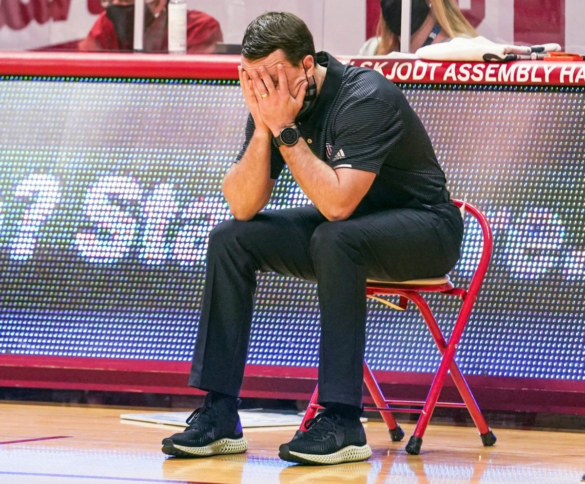 Indiana coach Archie Miller buries his head in his hands after a turnover. (USA TODAY Sports)