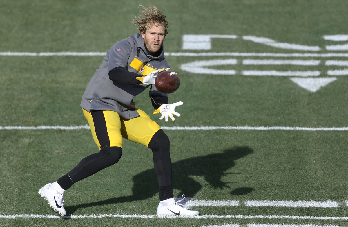 Steelers linebacker Cassius Marsh warms up before a December game