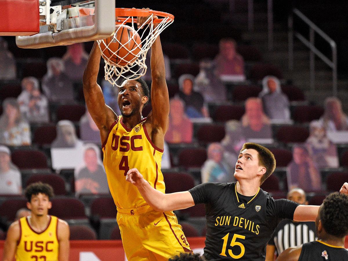 USC center Evan Mobley dunks
