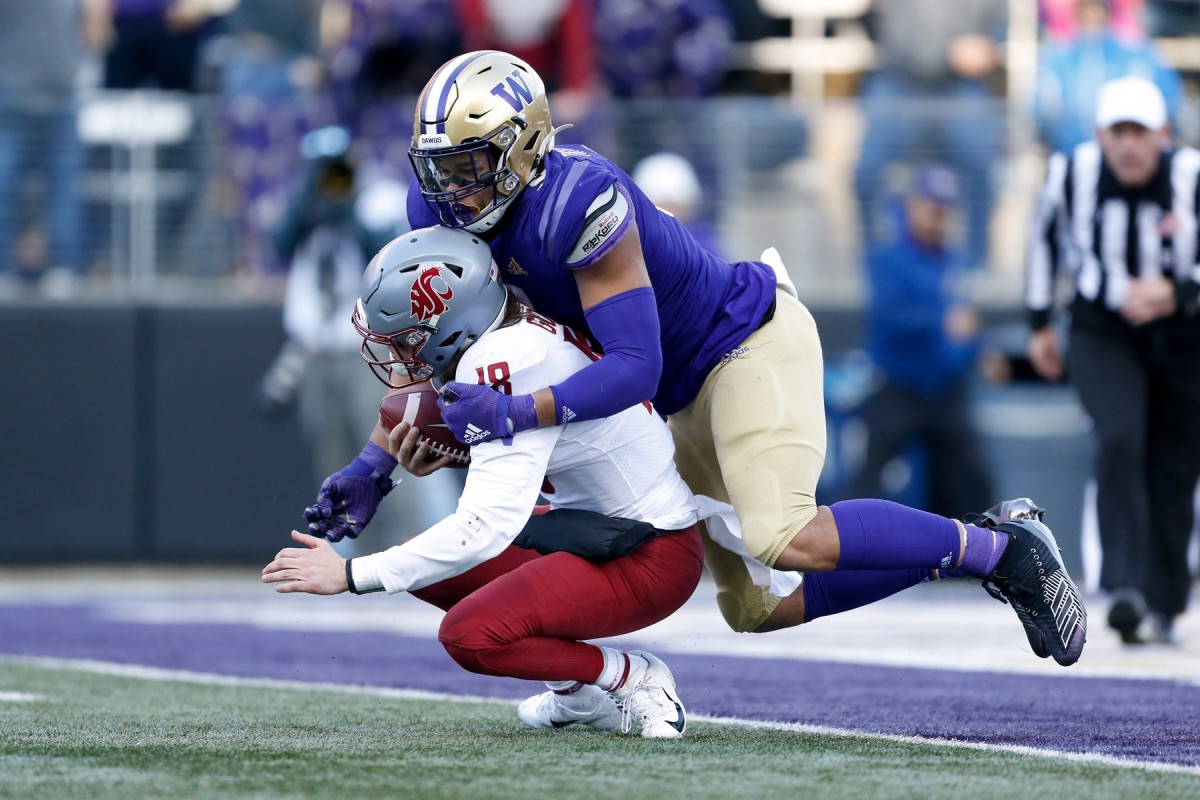 Nov 29, 2019; Seattle, WA, USA; Washington Huskies linebacker Joe Tryon (9) sacks Washington State Cougars quarterback Anthony Gordon (18) during the second quarter at Husky Stadium.