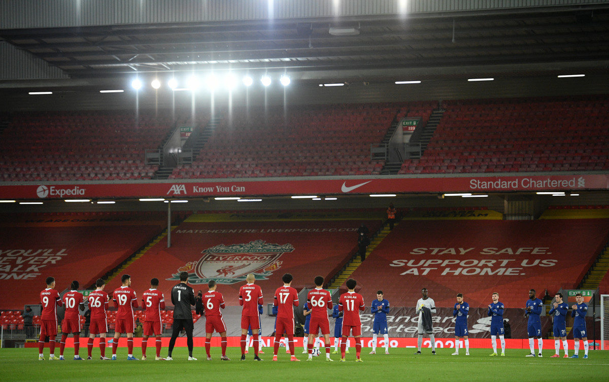 Liverpool and Chelsea players stop before the match for a minutes applause.
