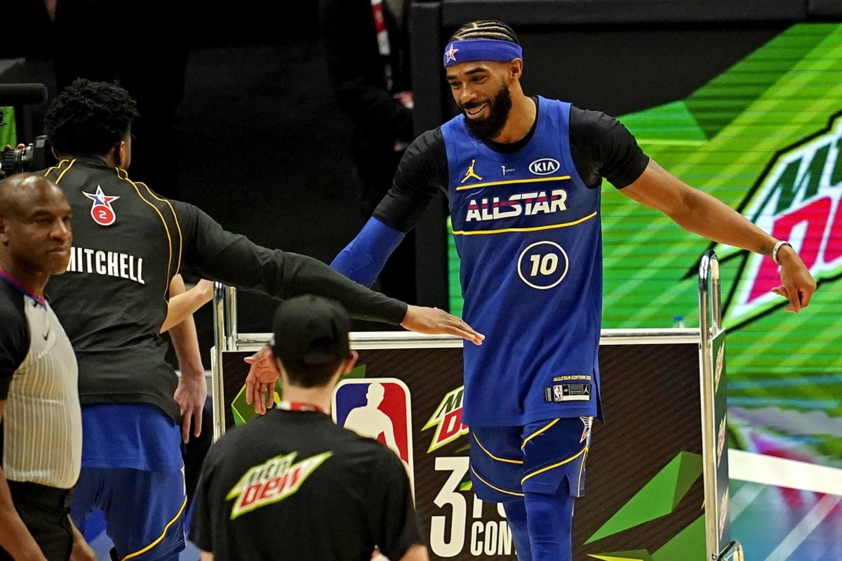Mike Conley (45) high fives teammate Donovan Mitchell during the 3-Point Contest