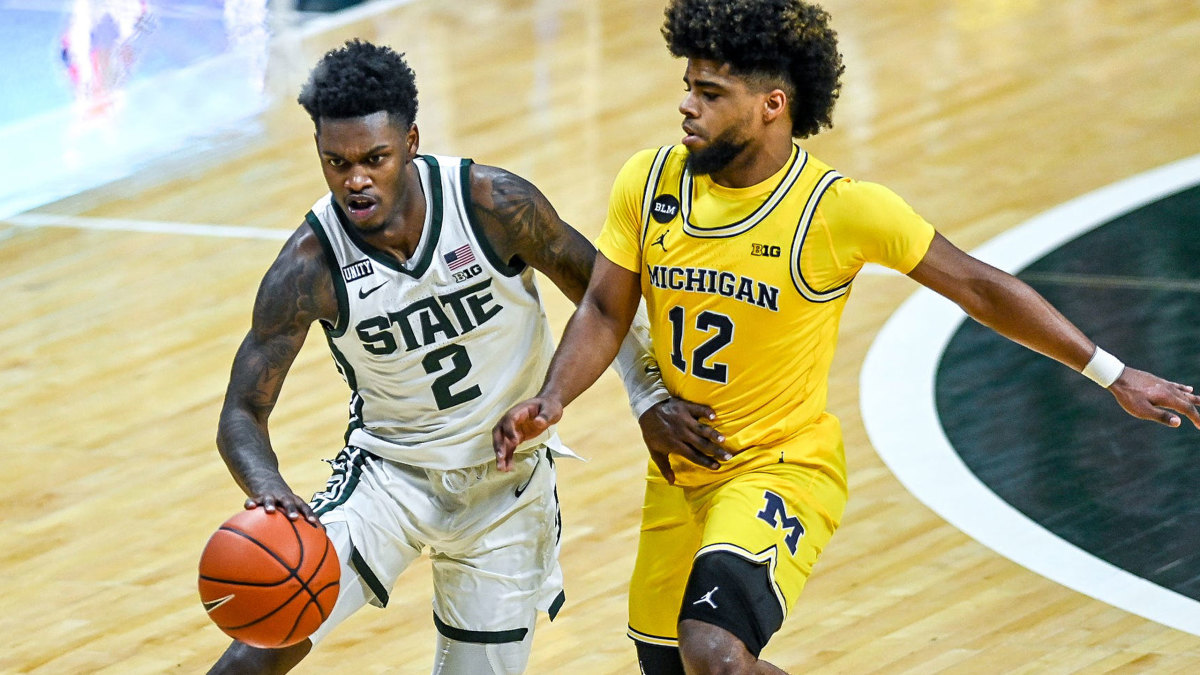 MSU's Rocket Watts dribbles against Michigan's Mike Smith