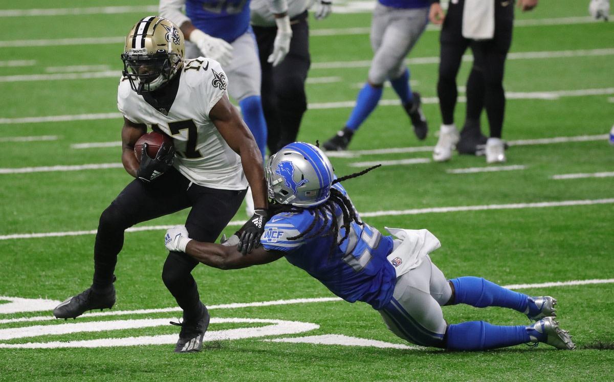 New Orleans receiver Emmanuel Sanders runs by Detroit Lions cornerback Desmond Trufant, October 4, 2020 at Ford Field.© Kirthmon F. Dozier via Imagn Content Services, LLC