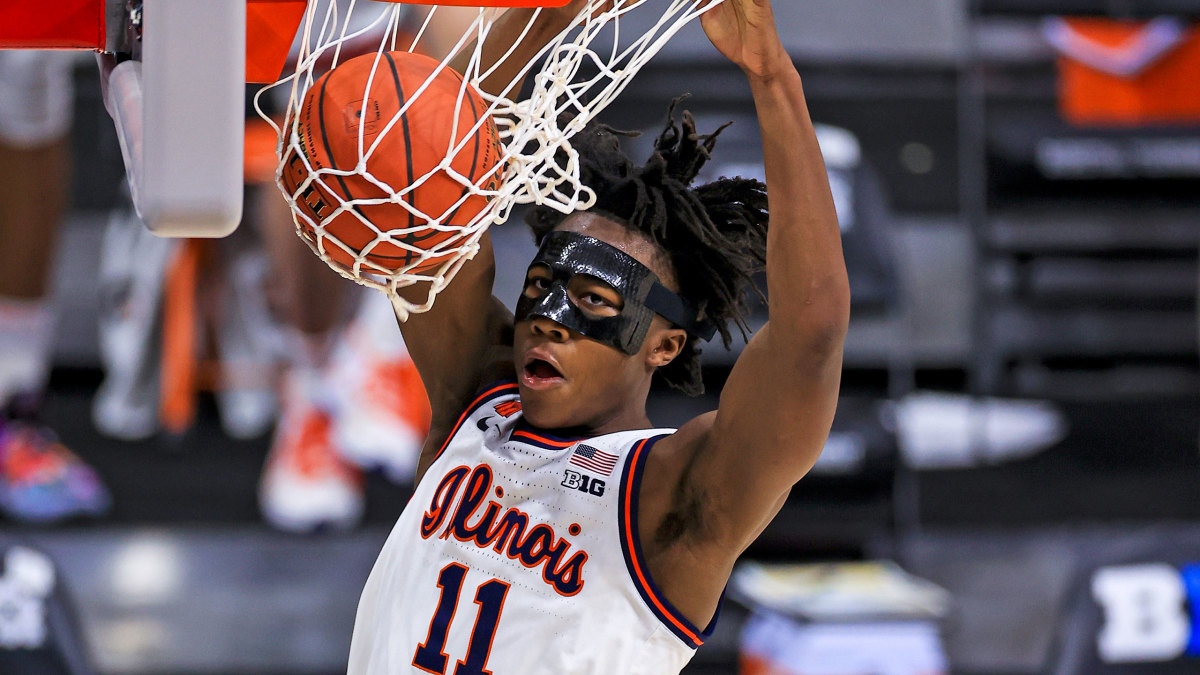 Illinois guard Ayo Dosunmu dunks