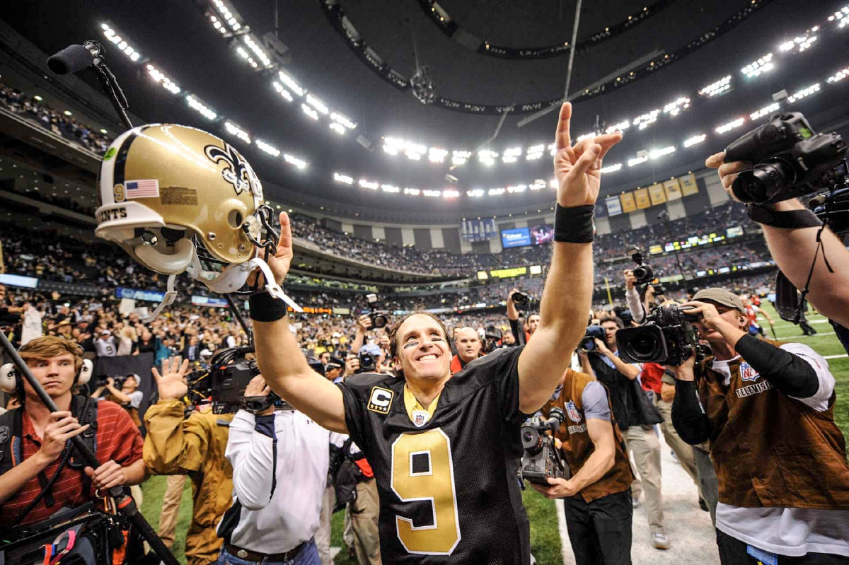 drew-brees-2009-celebrating