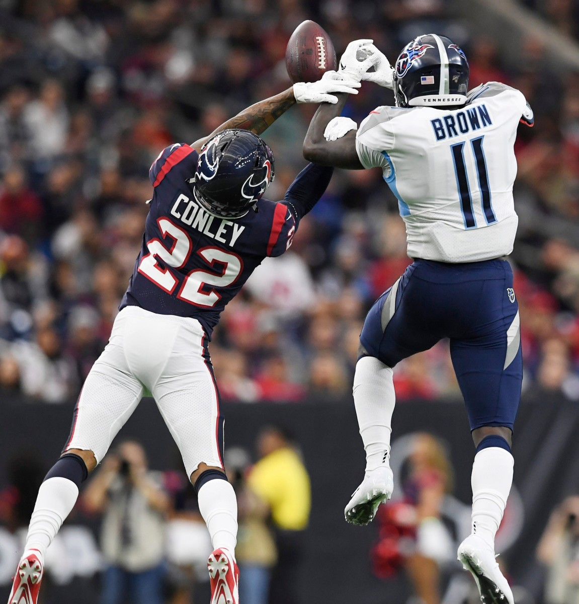 Houston cornerback Gareon Conley (22) breaks up a pass intended for Titans wide receiver A.J. Brown (11)© George Walker IV / Tennessean.com, Nashville Tennessean via Imagn Content Services, LLC